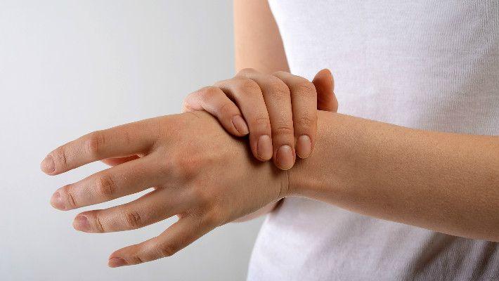 סובל מכאבים בכף היד? כל הסיבות - והפתרונות | Infomed